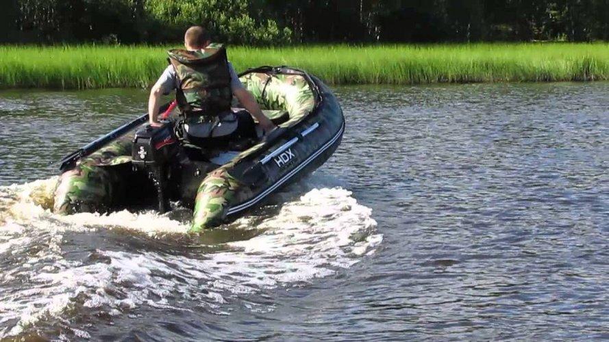 Лодка ПВХ на воде