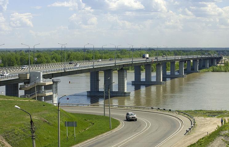 Мост через реку Обь в Барнауле