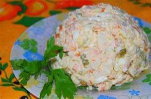 Рецепт: Салат с пшеничными сухариками