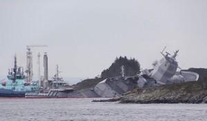 Норвежский военный фрегат столкнулся с танкером